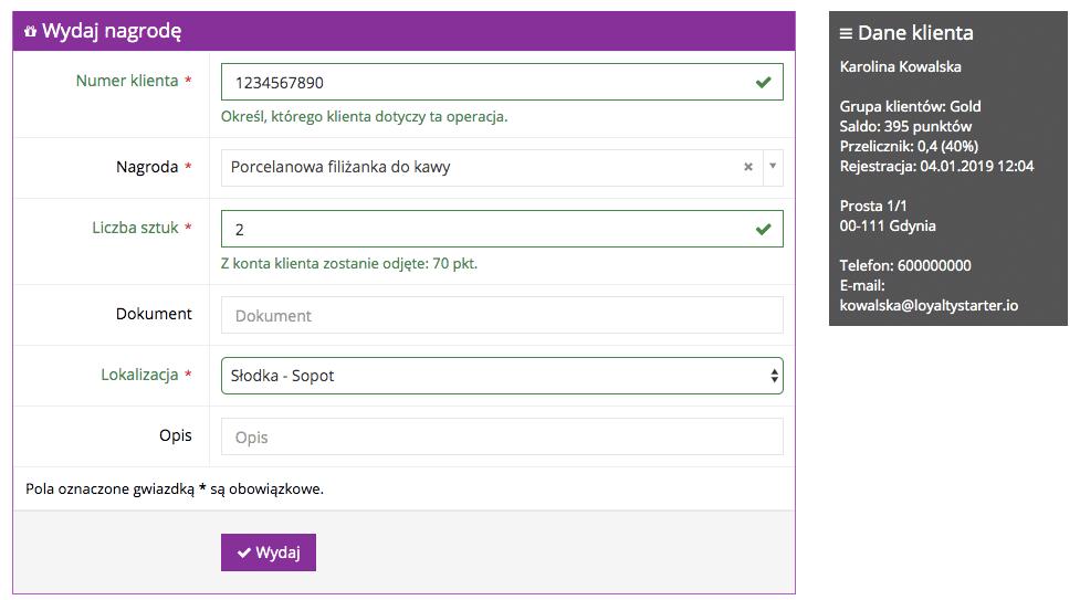 Grafika przedstawiąca formularz wydawania nagród w aplikacji Loyalty Starter służącej do obsługi programów lojalnościowych. Formularz posiada możliwość wpisania w poszczególne pola takich informacji, jak: numer klienta, nagroda, lokalizacja i opis.